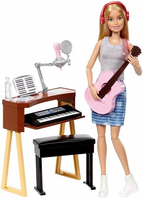 ברבי מוזיקאית עם מגוון עזרי משחק