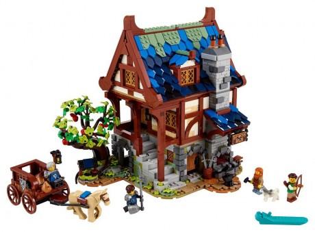 Lego Ideas 21325 Medieval Blacksmith-1